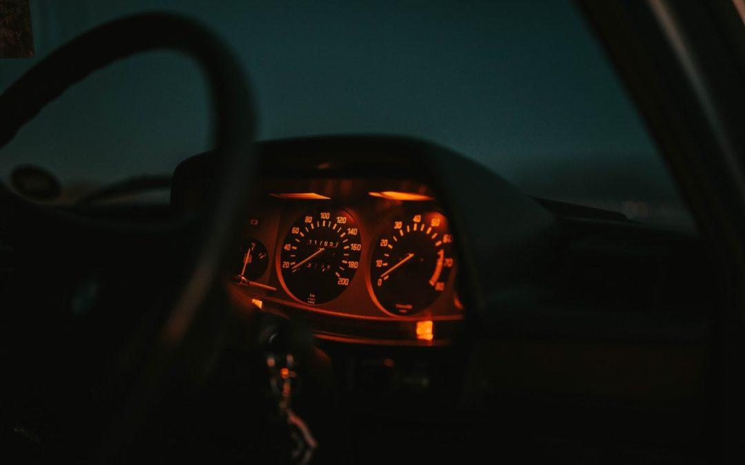 Dicas para dirigir à noite
